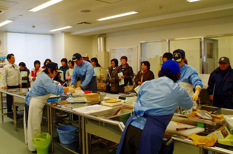 福島県水産試験場モニタリングセンター見学の様子