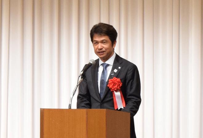 挨拶する茨城県知事 大井川和彦様の写真