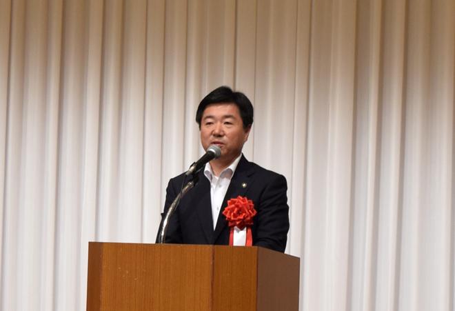 挨拶する水戸市長 高橋靖様の写真