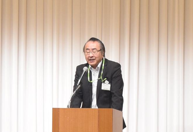 挨拶する柴崎敏男専務理事の写真