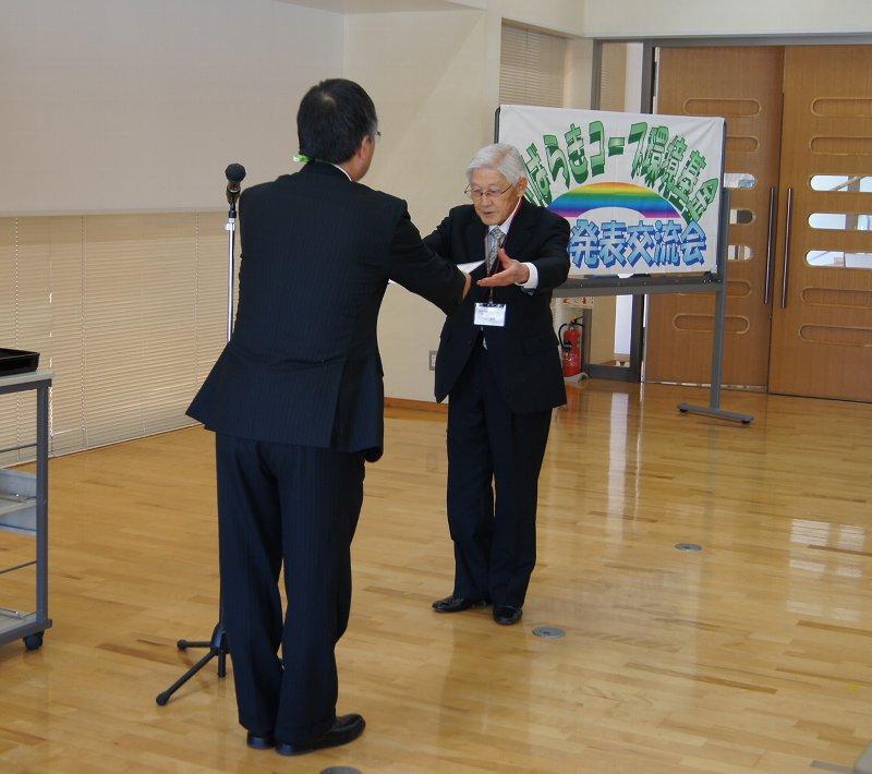 佐藤理事長より各団体へ環境基金を贈呈しました